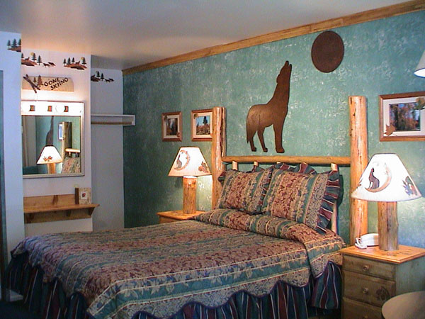 coyote den room